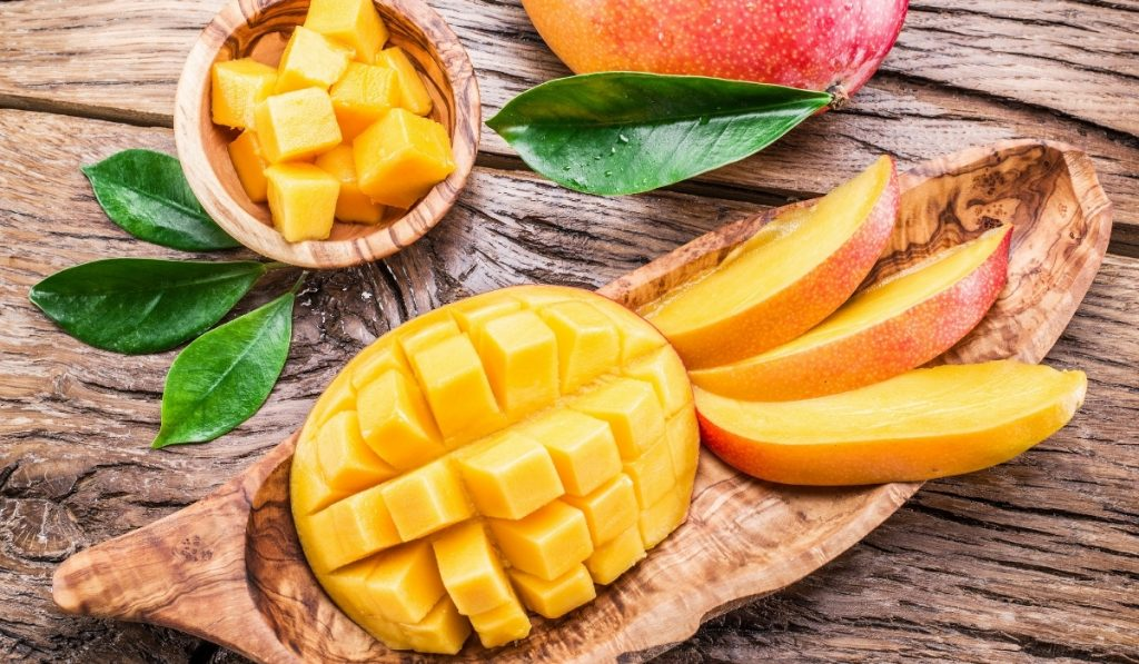 mango-cubes-and-sliced-mangoes-on-a-wooden-table